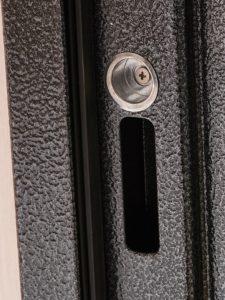 Дверь входная металлическая Меги 573 правая 2050х970 мм снаружи металл Серебро на черном внутри МДФ 2012 Вулканический дуб